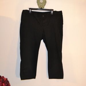 OLD NAVY BLACK CAPRI'S